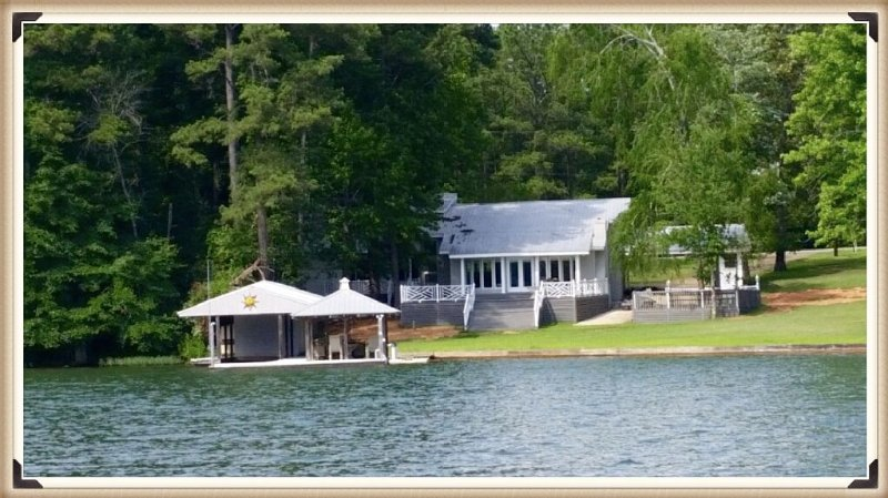 A jewel on Lake Martin, close to Chuck's Marina, Chimney Rock, & Union Boat Ramp, location de vacances à Dadeville