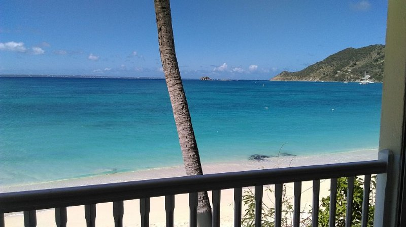 BEAUTIFUL CONDO WITH PANORAMIC VIEW ON GRAND CASE BEACH, holiday rental in Grand Case