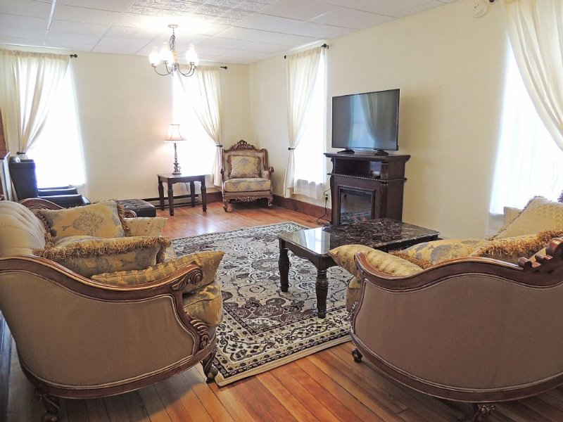 Three-Bedroom Apartment In Historic Victorian Building, casa vacanza a Custer