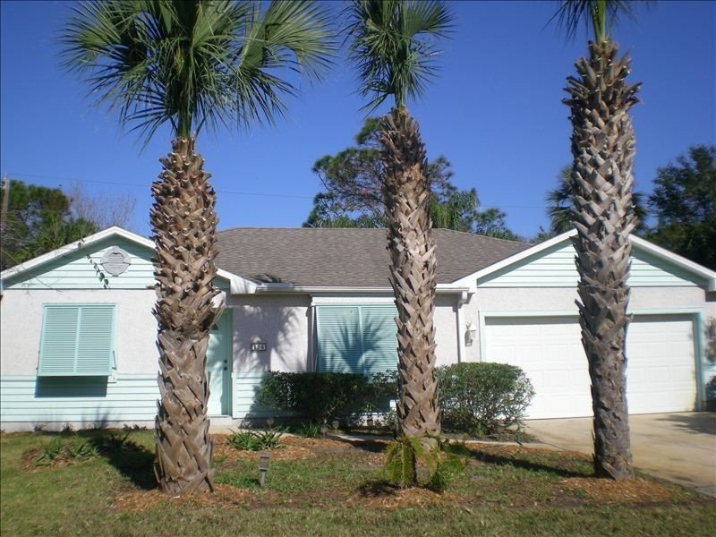 Beautiful Island Style Home, 1 Block to Beach.  Hear the Ocean, holiday rental in Saint Augustine Beach