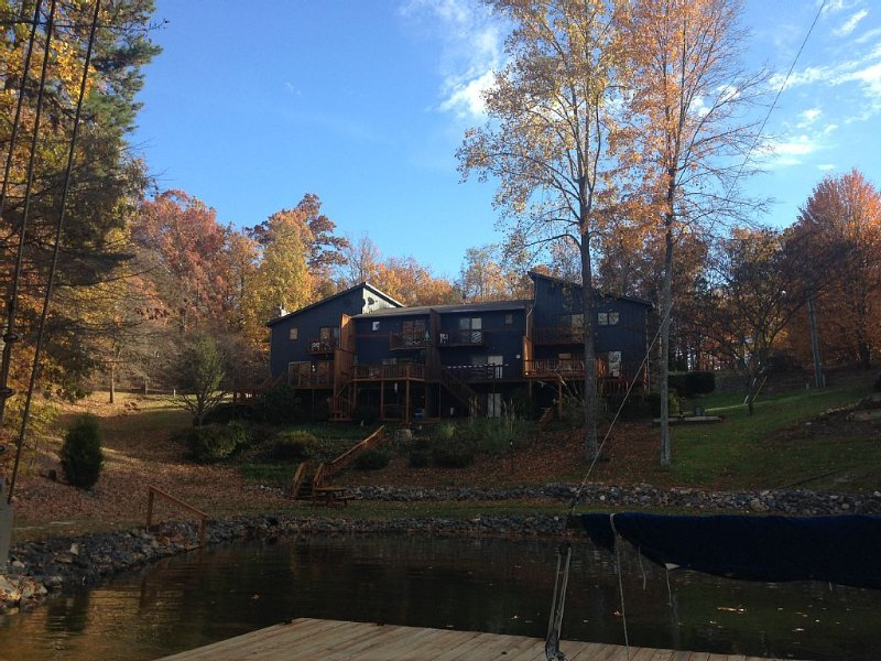 Shangri La Family town home with Internet, holiday rental in Huddleston