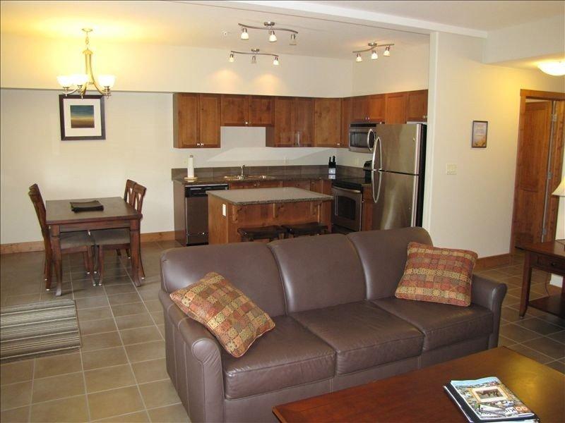 Willow Vistas Living Room to Kitchen