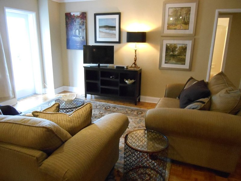 Downtown, Peachtree Towers, Large Corner Unt, holiday rental in Atlanta