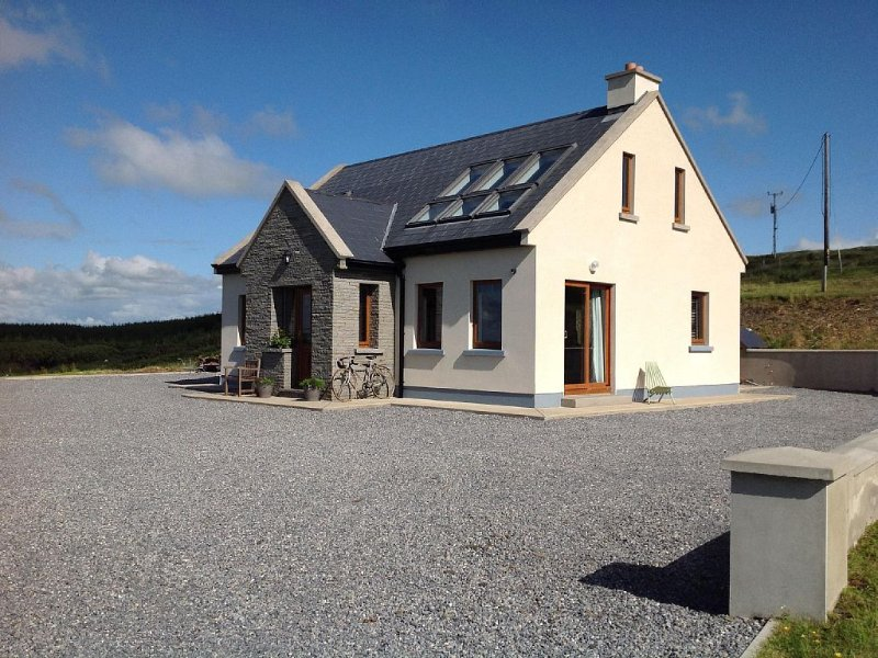 Contemporary Cottage Doolin, holiday rental in Lahinch