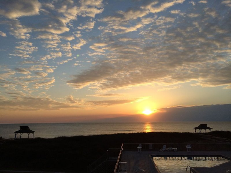 Dolphin Dawn - See Dolphins at Dawn from your deck!, holiday rental in Duck