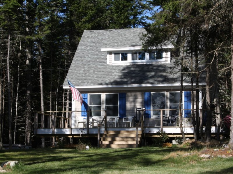 New Secluded Deer Isle Cottage With Island Views - Quiet Woodland Retreat, holiday rental in Stonington