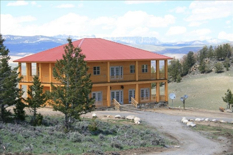 Large Mountain Top Home-Sleeps 14.  Views of 3 mountain ranges  - 3100sq foot, vacation rental in Dubois