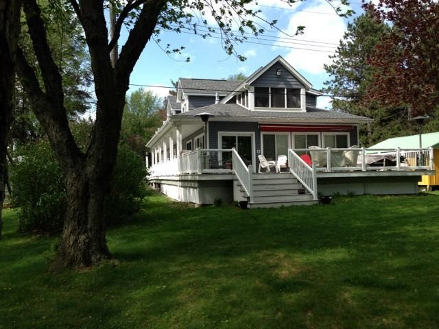 Lake Front Rushford Luxury Home New Build, holiday rental in Swain
