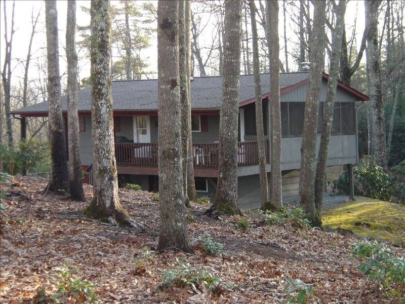 Panoramic Views, Secluded Quaint Cabin at DuPont Forest, Ferienwohnung in Hendersonville