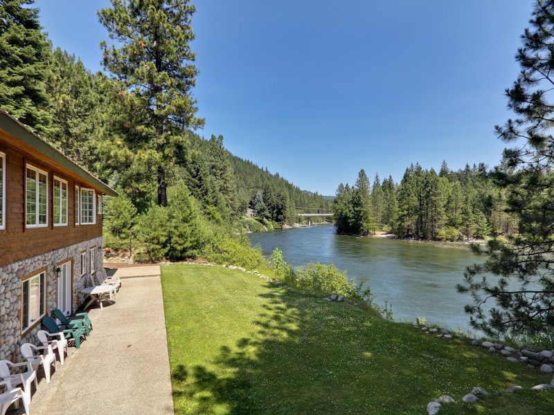 Alpine Pension ~ Your secluded family getaway, Riverfront, Hot tub, vacation rental in Leavenworth