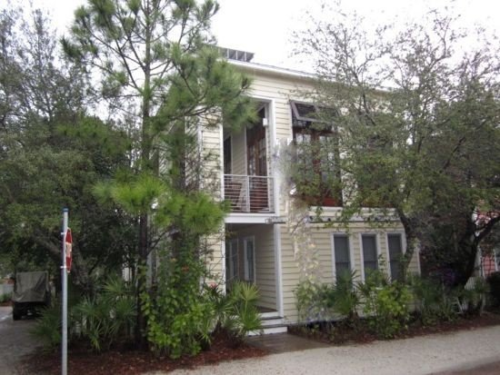 Right in Seaside!Across street from pool,2minute walk to beach-Modern and clean, location de vacances à Grayton Beach