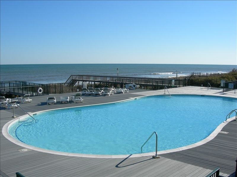 Beautiful 4 BR Oib Condo with Beachfront Pool!, vacation rental in Ocean Isle Beach