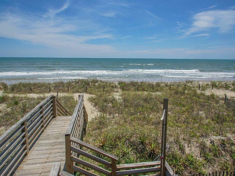 C~Kissed Ocean-Front, Vacation Home On Oak Island, holiday rental in Oak Island