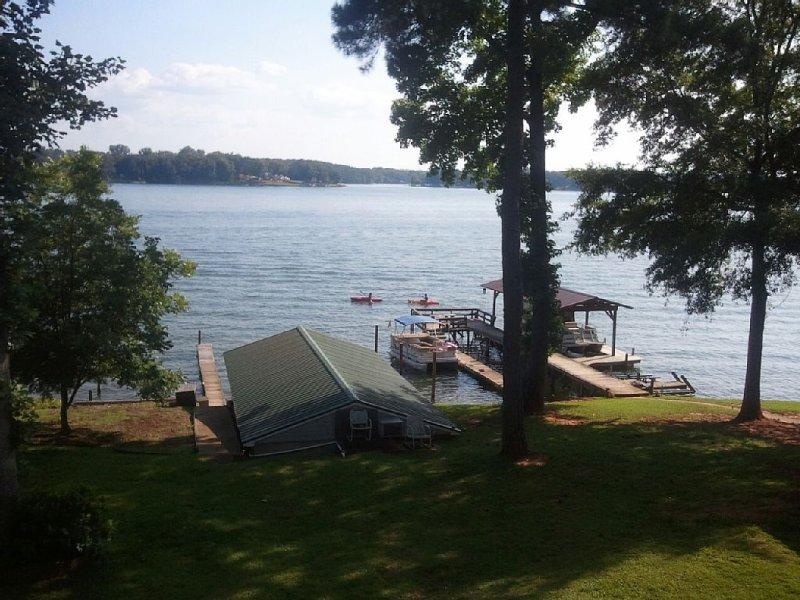 Veranistas Desfrutando 2 Kayaks