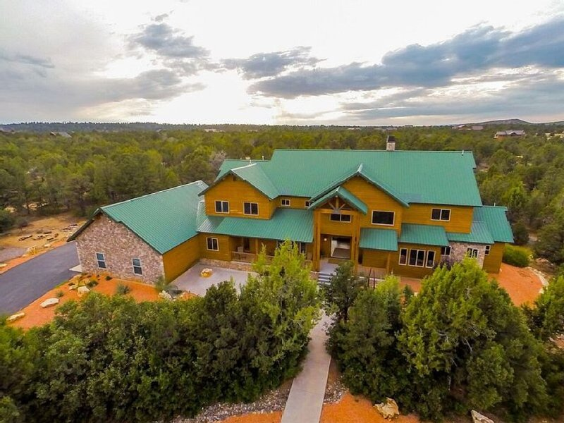 STUNNING 9 BEDROOM LUXURY HOME NEAR ZION! PLAN YOUR REUNION OR RETREAT TODAY!, holiday rental in Zion National Park
