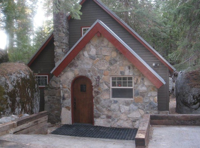 Adorable Mountain Getaway, alquiler de vacaciones en Shaver Lake