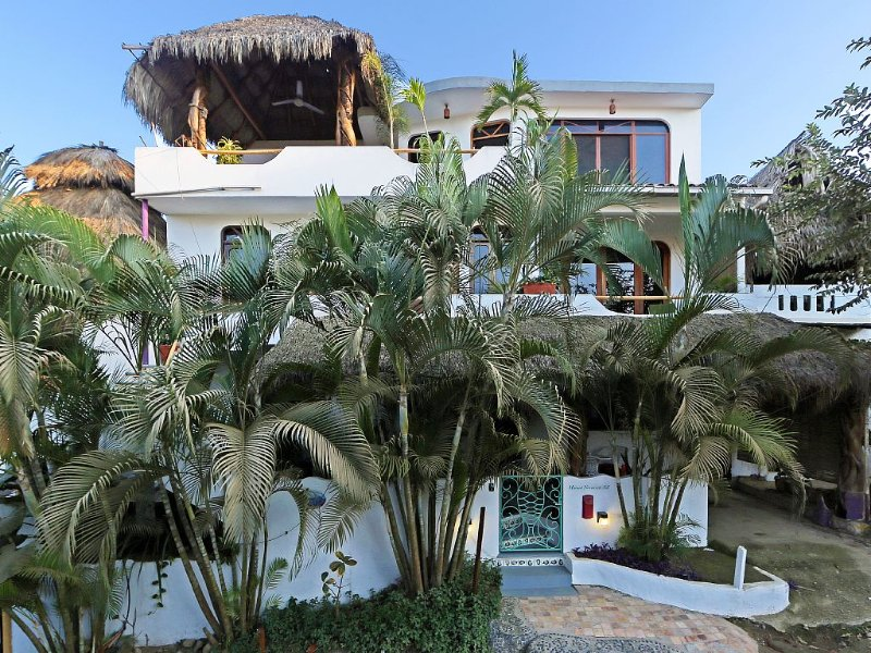 LAST MINUTE DRASTIC REDUCTION - LARGE, VIEWS, STEPS TO BEACH -PRIVATE PENTHOUSE – semesterbostad i Sayulita