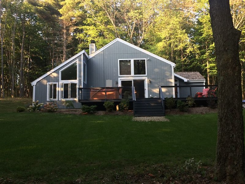 Berkshires Living!! Beautiful Location, Breathtaking Sunset, Fully Renovated Hom, holiday rental in Lanesboro