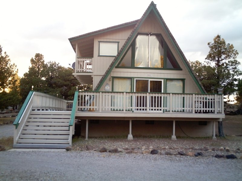 1/2 Mile  From Shastina Golf Course And Lake Shastina, location de vacances à Weed