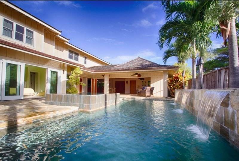 Luxury Home in Gated Community Steps from Kailua Beach, holiday rental in Waimanalo