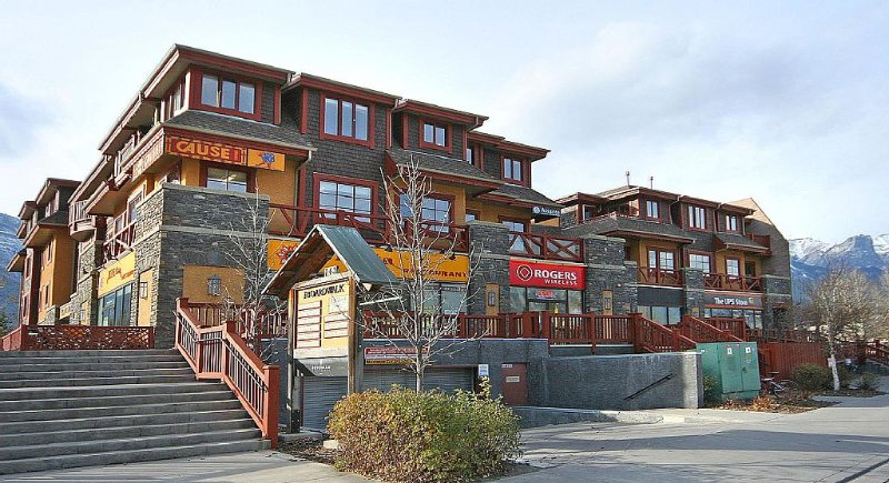 Mountainview Condo at Reasonable Rates, aluguéis de temporada em Canmore
