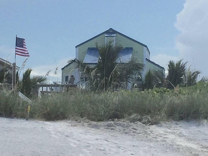 Beachfront/Riverfront - 2 living areas, Flexible 3 Bedroom 3 Bath, vacation rental in Sebastian
