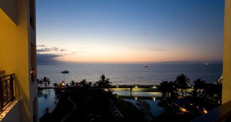 Molino De Agua 610 Beachfront: Beautiful Patio with Ocean Views, holiday rental in Cabo Corrientes