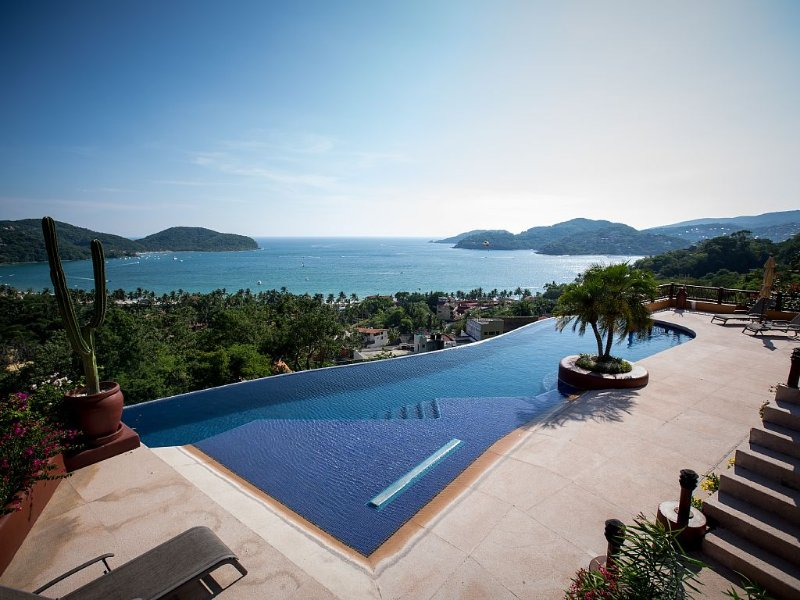 Gorgeous View of LaRopa Beach, holiday rental in Zihuatanejo