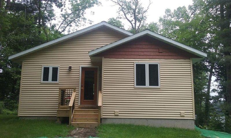 Private Prairie Lake Lodge - Family Friendly, casa vacanza a Cumberland