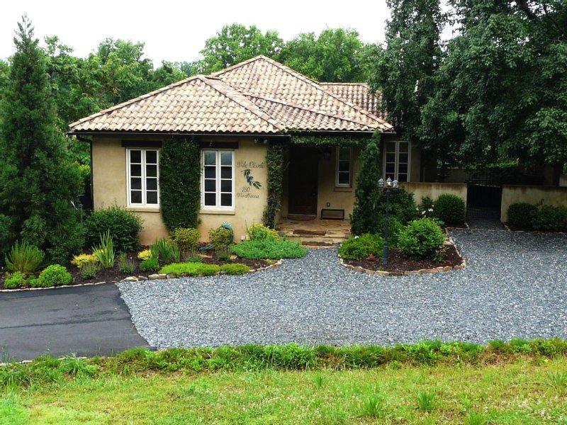 Villa Oliveti, Authentic Tuscan Villa In Montaluce Winery & Estates, holiday rental in Dahlonega