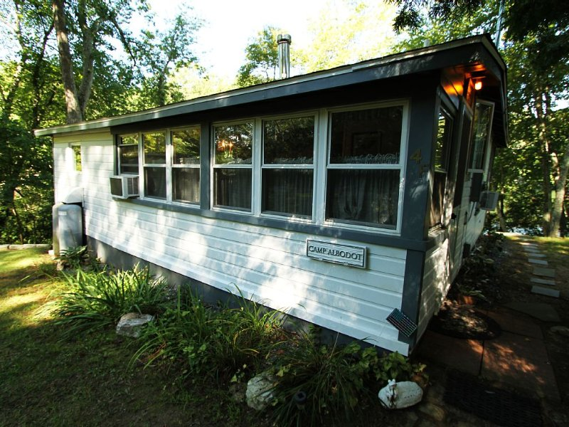 Lakefront Cottage - Close to Casinos and Mystic, CT, alquiler vacacional en Mystic Country