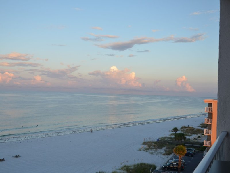 Excellent Beach Front View 2/2 on 6th floor,Beach & Pool, holiday rental in Madeira Beach