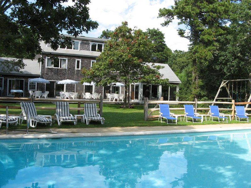 Relax & enjoy spacious family home, pool, tennis court, fireplace, holiday rental in Edgartown