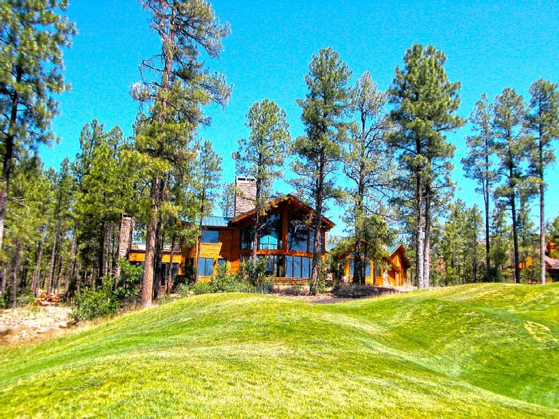Torreon Luxury Cabin, 4000 Sq Ft on Golf Course/Creek, holiday rental in Show Low