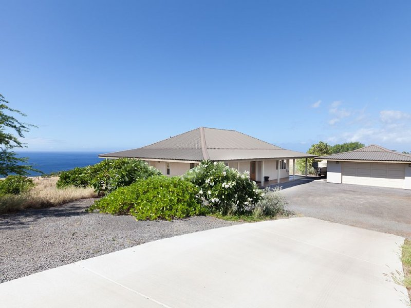Hale Kohala - Spacious 3 Bedroom Home, Near Beaches, 30 night minimum, vacation rental in Hawi