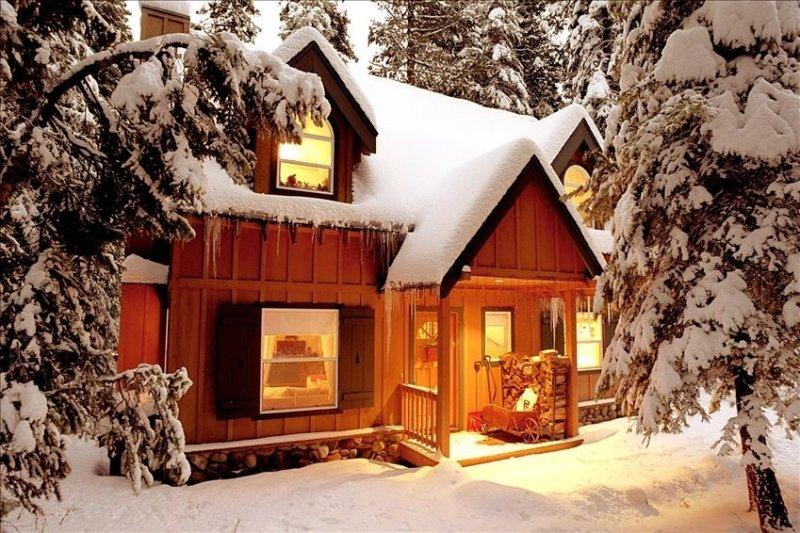 Cozy Cabin Tahoe Pines, location de vacances à Homewood