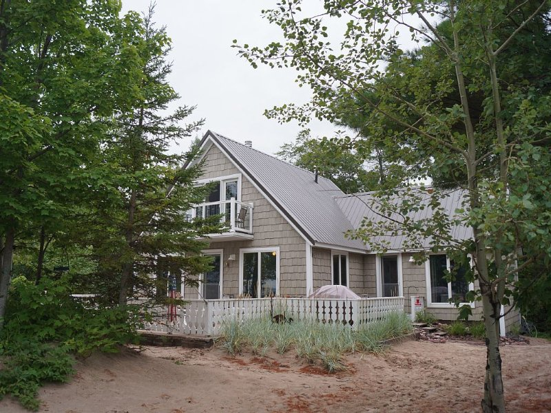 Lake Superior Beach Front Living !!!!!!!!, vacation rental in Copper Harbor