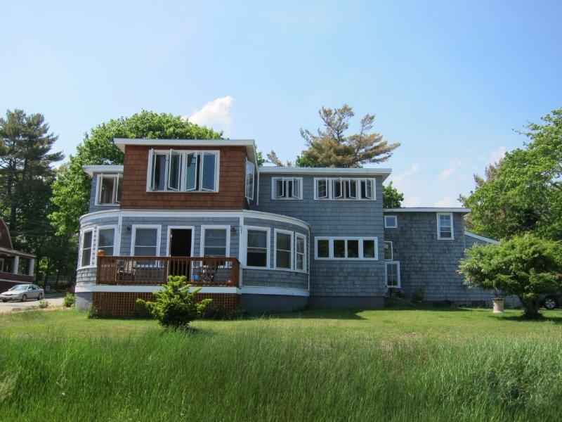 Private, 2nd Floor Cottage with Wonderful Ocean Views- Perfect for Families!, aluguéis de temporada em Ocean Park