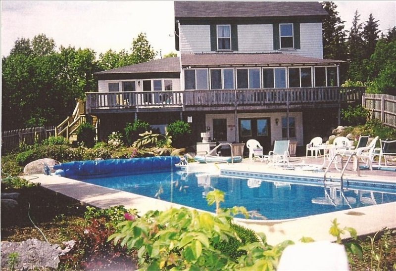 Flying Jib: Half Traditional, Half New Cottage with Pool, location de vacances à Brooklin