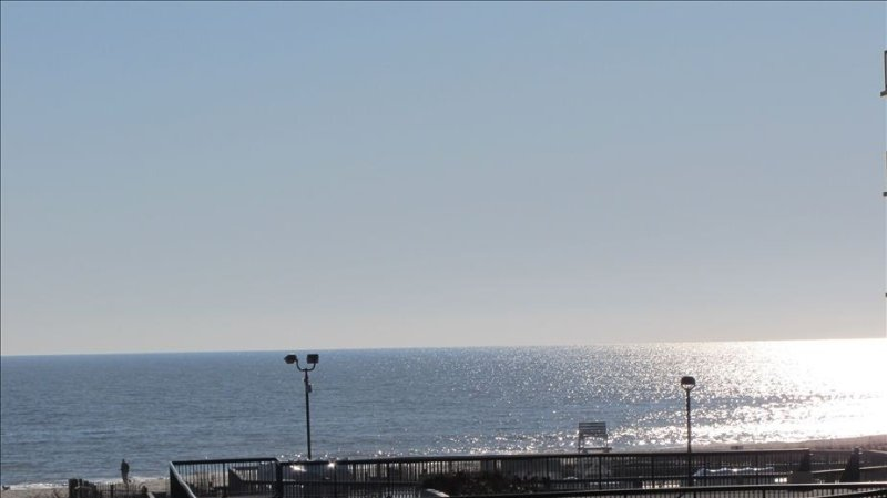 Oceanfront 1 BR Condo in Sea Colony, holiday rental in Bethany Beach