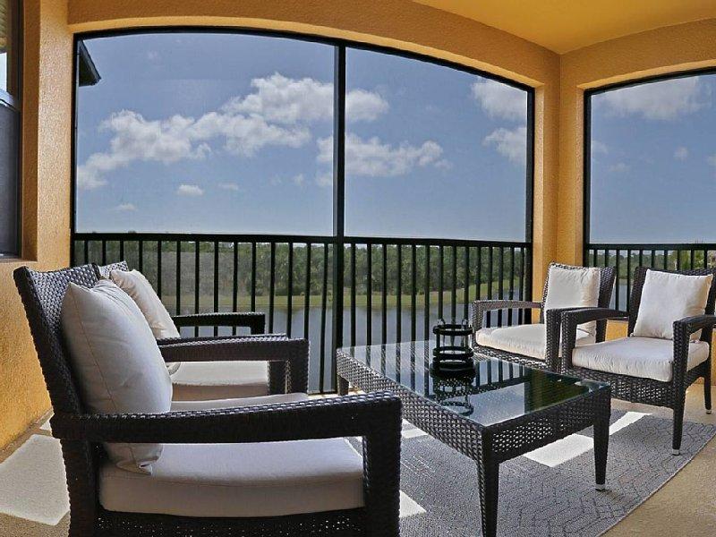 Beautiful Treviso Bay Condo, 4th  floor, (top floor), TPC Golf, Lake view, holiday rental in Keewaydin Island