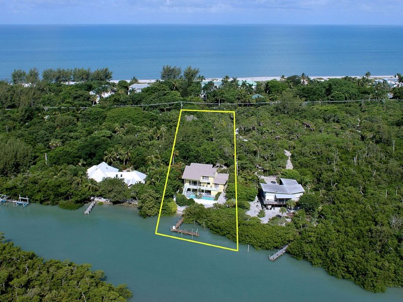 Waterfront Villa Pool Dock  stroll to beach. Instant Full Refund Cancel Anytime, holiday rental in Captiva Island