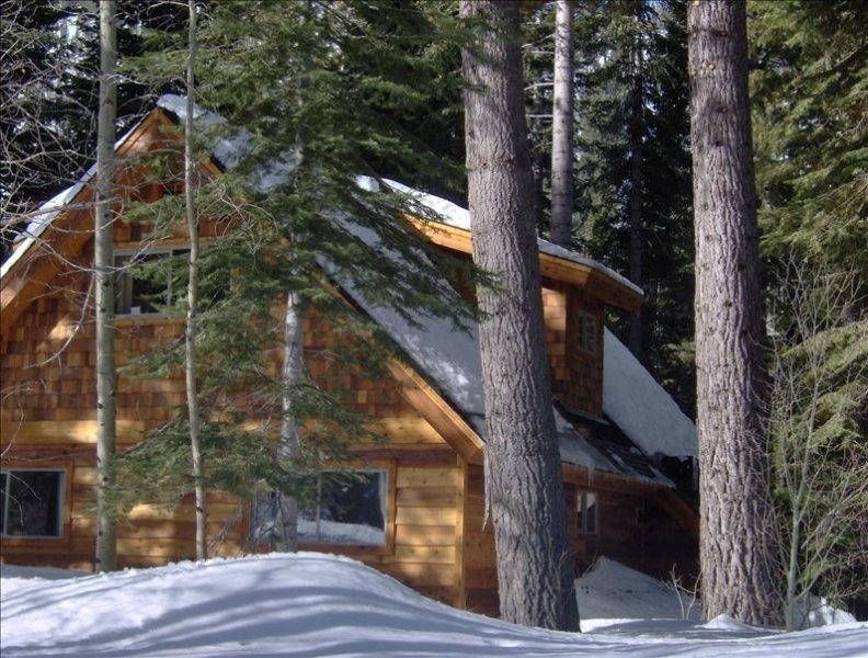 Aspen Hollow - Stunning, Secluded Riverfront Home with Hot Tub, vacation rental in South Lake Tahoe