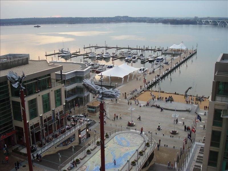 D.C Metro Area- Elegant 2 Bedroom Condo at the National Harbor, holiday rental in Fort Washington