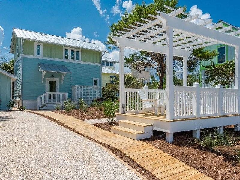 Beautiful new home just 40 steps from the Beach!, vacation rental in Panama City Beach