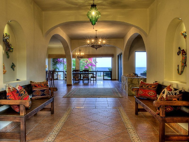 Luxury Bluff Top Vacation Home with Palapa and Infinity Pool, vacation rental in Puerto Escondido