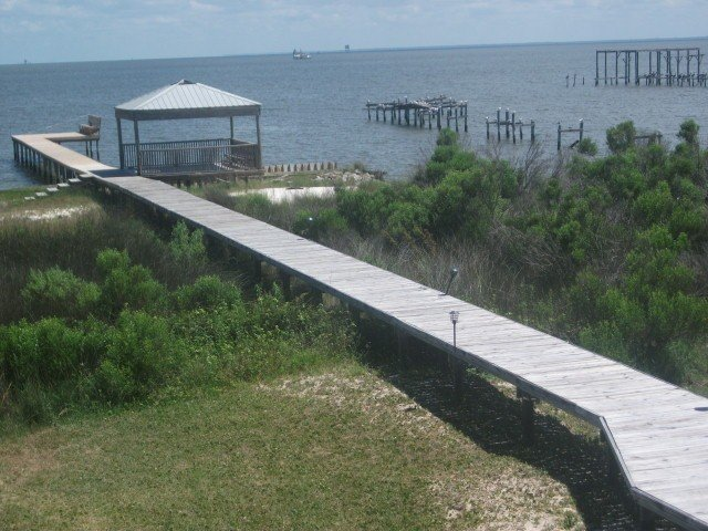 Charming Raised Cottage On Historic Mobile Bay, holiday rental in Fort Morgan