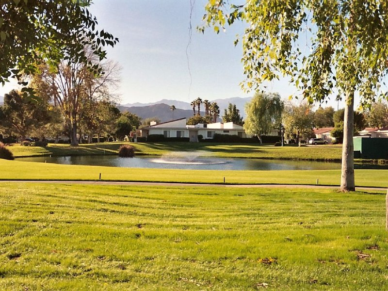 Rancho Las Palmas CC. Golf Cart Available, holiday rental in Rancho Mirage