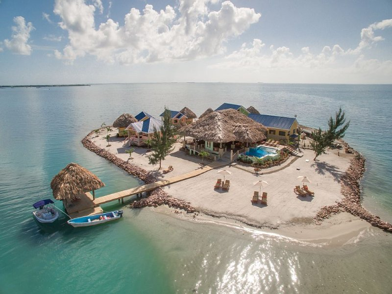 Exclusive Private Island with 360 degree view of the ocean., aluguéis de temporada em Stann Creek