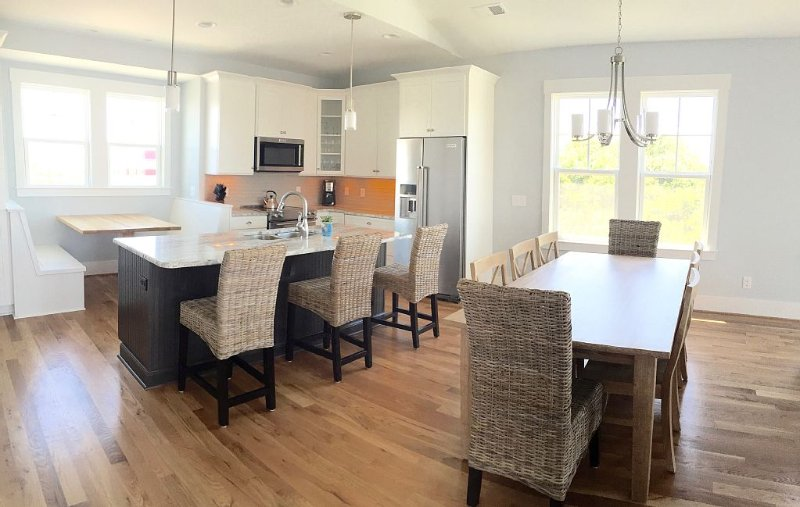 Kitchen and dining area with built in dinette (great for the kids!)